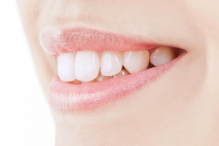 ホワイトニングコーディネーターが輝く白い口元に導きます