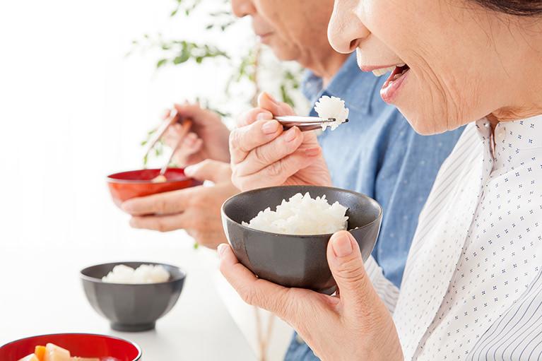 楽しく話して食べる楽しみを蘇らせる、快適な入れ歯治療を行います