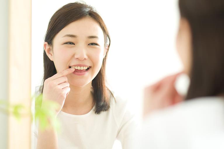 30代40代の方にも好評な、自然な美しい口元をめざした入れ歯をつくります