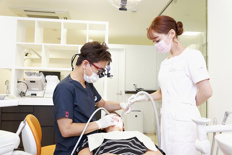 立川の歯医者・歯科、くどう歯科クリニック(審美歯科・マウスピース矯正)の虫歯治療は単に歯を治すだけではなく、お口の中を健康にするためのむし歯治療です。
